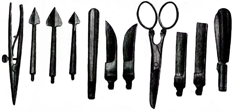 первые педикюрные инструменты
